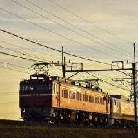 2/7 夕陽を浴びる EF81-98牽引 キヤ検測車。
