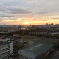 夕日は見えました。夜には雨降りになります。