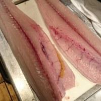市場のお魚は