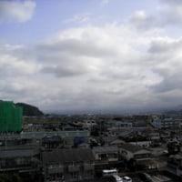 本日は曇天