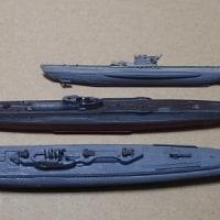 潜水艦が海底で直立