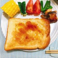 メープルバタートーストと 巨大スイカの朝ごはん