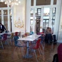 オルセー美術館内のレストランで小休止