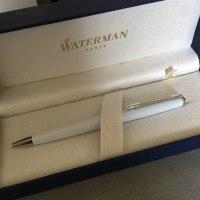 新しいボールペン