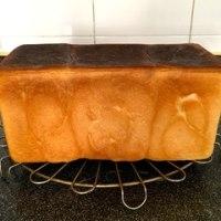 やっと焼き色のいいプルマンローフが焼けました。