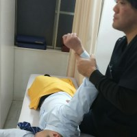 尾道市  ながえ鍼灸整骨院  ぎっくり腰  寝違い 交通事故による むち打ち症状には 姿勢改善矯正を‼