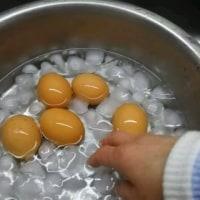 味付け半熟玉子を作ります。