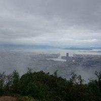 雨の三日月山で