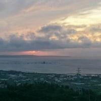 勝連半島を臨む日の出