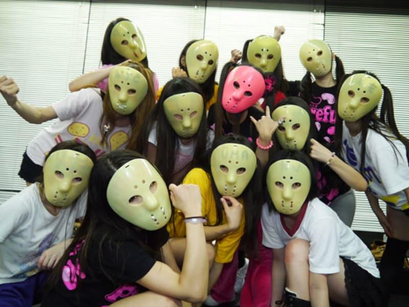 ジェイソンマスクを被ったアイドルグループ「アリス十番」のライブがすごい!