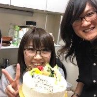 スタッフの誕生日をお祝いしました。