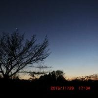 今、1番星の金星が、南西の空で明るく輝いています!