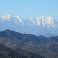 「信州のアルプスの、目の高さに山が聳えているところ」