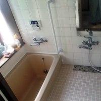 冷たい浴室のタイルのヒートショック対策