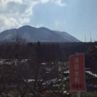 春近し 山焼きで阿蘇のお山が真っ黒だ〜