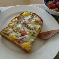 ウインナー&パプリカ・キャベツ・トマトのチーズトースト~マスタード風味