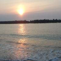 夕陽の海辺