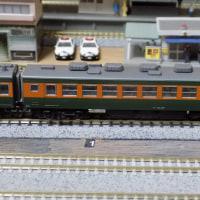 KATOの単品で纏めた初期の153系電車を弄る。