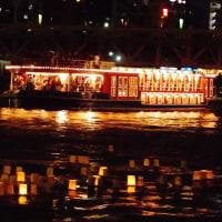 隅田川での灯篭流し
