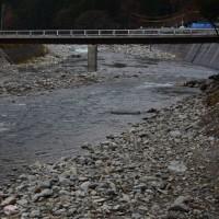 形を変えて復旧した橋
