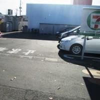 ゆったりしたコンビニの駐車場