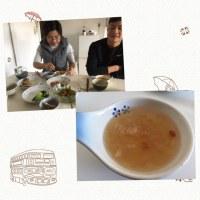 昼飯を中国の人と食べました。最後に白木耳の糖水を食べました。美味いです。