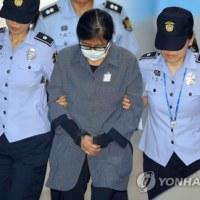 崔順実被告に初の判決 娘の不正入学事件で懲役3年