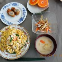 第242回フロイデァンコッヘンは、「ばら寿司」など四品を作って試食。