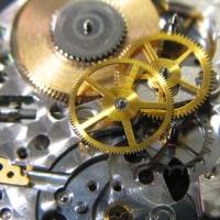 ロンジンの紳士物手巻き時計の仕上げとロレックスの婦人物コンビモデルを修理です。