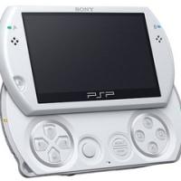 ソニー-スライド式でUMDドライブなしの携帯ゲーム機「PSP Go」を発表-