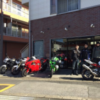 町のバイク屋。