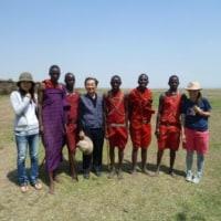 サファリに行く途中マサイ族の村で
