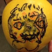 晩白柚(ばんぺいゆ)に絵を書きました