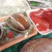 12月に入って、さすがに魚市場も混んでます。