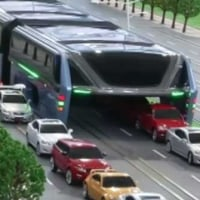 中国::話題の「空中バス」撤去決定。