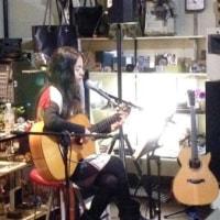アコースティックギター、カホン、ガットギター、ウクレレ