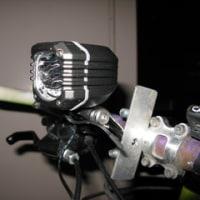通勤用自転車のライトを交換しました。