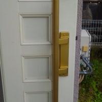 夜に玄関の鍵がかかってるんかパッと見わからん←解決します