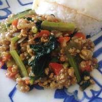 小松菜と赤パプリカの鶏キーマ