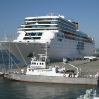 豪華客船「コスタ・ネオロマンチカ号」が金沢港に入港中