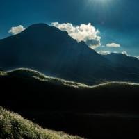 2016 阿蘇の山々が銀色に輝くススキの穂に包まれ
