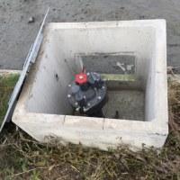 パイプラインの自動給水栓の冬支度