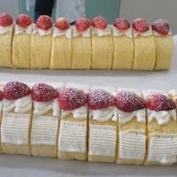 今日のケーキ・・・フルーツロールとレーズンサンド