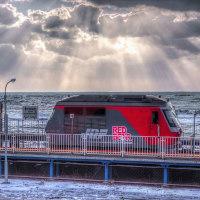 海は荒れて、寒さもズンと来る北舟岡駅です。