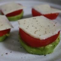 アボカドとトマトとモッツァレラの一口サラダ