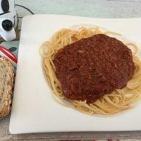 2/19(日)昼食(ミートスパゲティ、パン)。