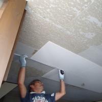 ダイニングキッチンの天井をダイロートン直張り工法でリフォーム