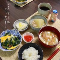 夕食 キムチ鍋&朝食 ホウレン草の卵とじ