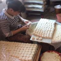 紅河哈尼族彝族自治州建水県の西門豆腐坊の豆腐作り