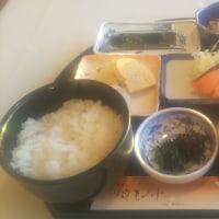 今日はSAで朝食です。